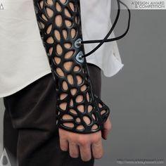 Osteoid, o gesso do futuro, feito por uma impressora 3D pelo turco Deniz Karasahin