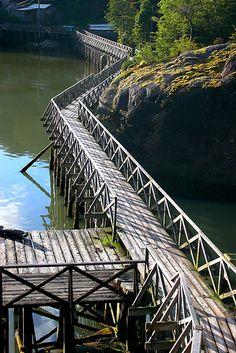 Pasarelas en Caleta Tortel, Chile