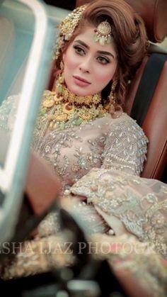 Celebrity Look, Simple Makeup, Bridal Looks, Crown, Celebrities, Beauty, Jewelry, Fashion, Moda