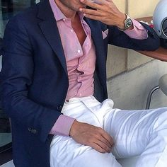 Hope you all have some fun things planned for the weekend. Look your best! Photo Courtesy of  the fashionable @danielre #weekend #ootd #instastyle #instafashion #dapper #style #gq #suits #sprezzatura #pocketsquare #blazer #gentlemen #fashion #paris #newyork #menswear #tailored #sartorial #bespoke #savilerow #instyle #beautiful#love #instagood#followALWAYS BE #seeninstyle!