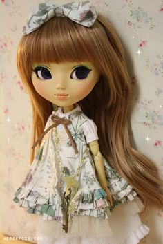 http://www.nereapozo.com/  Custom Pullip Doll with adorable clothing.  What an artist!  She is the same person who makes the fantastic dioramas!  Sooo Cooool!
