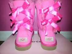 2016 new style cheap Ugg Boots Outlet,Discount cheap uggs on sale online for shop.Order the high quality ugg boots hot sale online. Winter Fashion Boots, Women's Summer Fashion, Winter Boots, Winter Outfits, Summer Outfits, Dress Winter, Winter Clothes, Pink Uggs, Bow Uggs