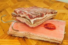 Usušte si doma prerastenú slaninku, postačí vám na to desať dní » Prakticky.sk Bacon, Sandwiches, Pork, Food And Drink, Beef, Cooking, Kitchen, Nails, Ongles