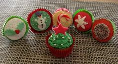 I like the one in front Christmas Cupcakes, Christmas Ornaments, Jingle Bells, All Things Christmas, Wonderful Time, Birthday Candles, December, Xmas, Fondant