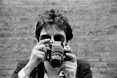 Bruce Springsteen with Nikon camera, by Lynn Goldsmith, 1978.