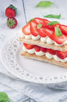 Strawberry mille-feuille Pastry Recipes, Cooking Recipes, Napoleon Cake, Layered Desserts, Good Food, Yummy Food, Choux Pastry, Ice Cream Cookies, Sweets