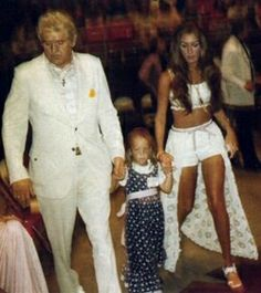 Vernon presley with Linda Thompson and little Lisa.