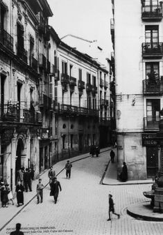 1933.Calle del Carmen. Pamplona, Street View, Old Photography, Street, Cities, Fotografia