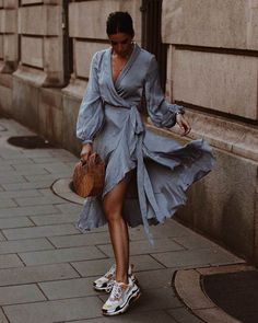 Style 814940495052658588 - Long Sleeve Dress Street style fashion dress fashion womensfashion streetstyle ootd Source by fromluxewithlove Fashion Mode, Moda Fashion, Fashion Tips, Fashion Trends, Style Fashion, Womens Fashion, Classic Fashion, Fashion 2018, Teen Fashion