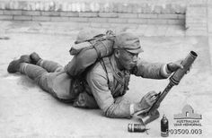 Japanese soldier with 50 mm Type 10 grenade discharger (十年式擲弾筒 Juu-nen-shiki tekidantō) - Japanese smoothbore, muzzle loaded weapon used during the Second World War Imperial Japanese Navy, Imperial Army, Story Of The World, Army & Navy, Military Weapons, War Machine, Military History, World History, World War Two