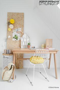 Een prikbord in de werkkamer van OSB plaat | Binti Home blog : Interieurinspiratie, woonideeën en stylingtips
