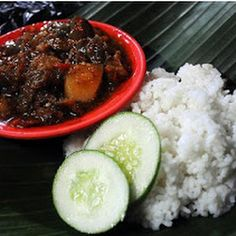 Oseng Mercon ingredients Beef (tetelan) is 500 grams Red sugar is only 5 grams Galangal 1 piece size 4 cm Ginger 1 pi. Oven Baked Chicken, Baked Chicken Breast, Boneless Chicken Breast, Best Oven, Cooking Oil, Serving Plates, Stir Fry, Mashed Potatoes, Spicy