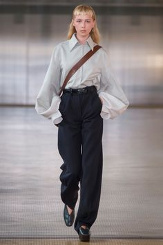 Lemaire Fall 2017 Ready-to-Wear Fashion Show - Nova Orchid
