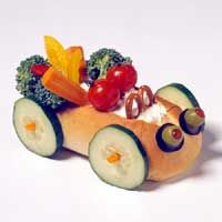 Bun Buggies: Scoop dip into the bun, surround it with crisp colorful veg, and invite kids to dip, crunch, and dismantle if needed. Easy Meals For Kids, Kids Meals, Cute Food, Good Food, Funny Food, Kreative Snacks, Veggie Art, Food Sculpture, Food Carving