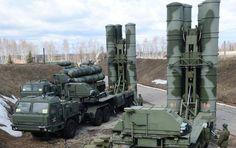 A Força Aeroespacial da Rússia testou hoje (4) o novo conjunto de sistemas móveis de mísseis antiaéreos S-400 Triumf, recebido na quinta-feira (3) para equipar um regimento a ser instalado na região de Moscou.