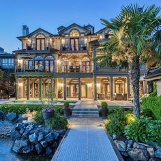Luxurious Prima Vista Waterfront Home! The interior features opulent, grand living spaces: home theatre, game room, wine cellar, outdoor entertainment and gym. | Listed at $6,288,000 by Realogics Sotheby's Realty