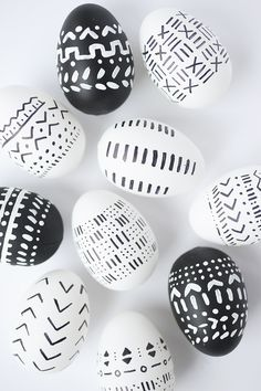 Black and white patterns adorn these pretty little DIY mud cloth inspired Easter eggs. With a few supplies, you've got some gorgeous eggs. Filled Easter Baskets, Diy Ostern, African Mud Cloth, Easter Printables, Easter Colors, Egg Art, Easter Holidays, Easter Party, Egg Decorating