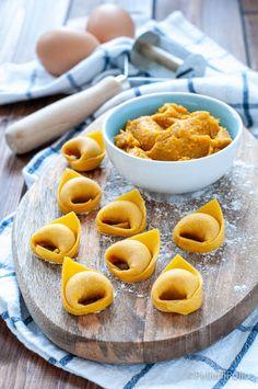 Ricetta passo passo per i #tortelli di #zucca alla mantovana, come preparare il ripieno e la #pasta fresca #ricetta #pumpkin #pastaripiena #mantova