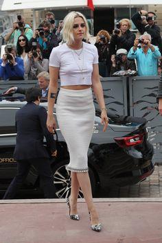Kristen Stewart – arrives at Palais des Festival in Cannes Kristen Stewart Stella Maxwell, Kristen Stewart Short Hair, Kirsten Stewart, Robert Pattinson, Celebrity Beauty, Celebrity Style, Studio 54 Fashion, Female Actresses, Hollywood