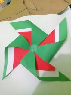 Imagen relacionada New Crafts, Diy And Crafts, Crafts For Kids, Arts And Crafts, Paper Crafts, Independence Day Decoration, Board Decoration, Easy Easter Crafts, Republic Day
