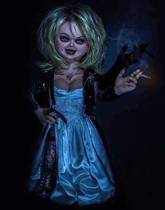 The Bride of Chucky. Bride Of Chucky Halloween, Bride Of Chucky Costume, Halloween Costumes, Halloween Ideas, Scary Movies, Horror Movies, Tiffany Bride Of Chucky, Horror Movie Costumes, Female Movie Characters