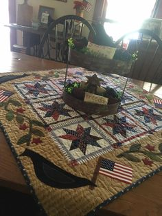 Primitive Quilts, Quilted Wall Hangings, Small Quilts, Kitchen Ideas, Quilting, Barn, Spring Summer, Crafty, Decorating