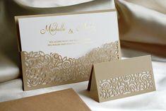 DEZIDIERT UND GLEICHZEITIG ÜBERARBEITET. 😊 Genau wie diese Hochzeitseinladung, die ein Teil von Hochzeitsset mit genauem Laserausschnitt ist. Der Text ist auf dem perlmuttern Papier mit dem Golddruck gedrückt. Die Einladung können sie entweder einzeln oder als der Teil von einem Set bestellen. 😊  #Hochzeitskarten #Hochzeitseinladungen #Hochzeit