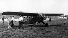 Im Flugzeug über die Pole-Mit einer dreimotorigen Fokker-Maschine überfliegt schließlich der Amerikaner Richard Byrd den Nord- sowie den Südpol. 1926 und 1929 sind damit die letzten Ziele erreicht. Wieder einmal ist es allerdings Roald Amundsen, der Byrd das erstmalige Überfliegen des Nordpols streitig macht. Er unternimmt die gleiche Tour – nur wenige Tage nach Byrd fliegt er mit dem Italiener Umberto Nobile und dem Amerikaner Lincoln Ellsworth los. Und: Da Byrd das genaue Erreichen des…