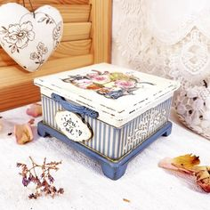 Mexican Paintings, Diy Storage Boxes, Decoupage Box, Sewing Box, Tissue Boxes, Keepsake Boxes, Vintage Wood, Handmade Art, Wooden Boxes