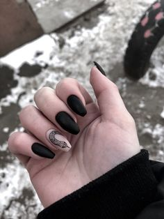 Adding some glitter nail art designs to your repertoire can glam up your style within a few hours. Check our fav Glitter Nail Art Designs and get inspired! Wow Nails, Aycrlic Nails, Nude Nails, Pretty Nails, Nail Art Designs, Black Nail Designs, Gold Glitter Nails, Cute Acrylic Nails, Black Nail Art