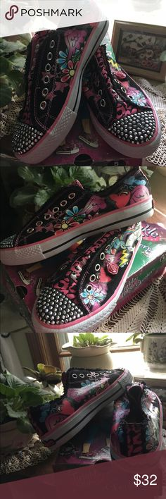 Twinkle Toes Sketchers, size girls 5 Excellent condition...wore only two times.  These sketcher's, Twinkle Toes shoes are black, pink and blue.  Missing hanging rose on right shoe. sketchers Shoes Sneakers