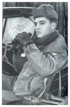Photographed during man oeuvres at the military training area in Wildflecken, Germany, October 1959. Elvis Presley - Army