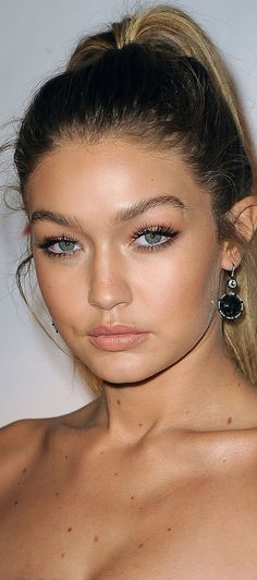 Natural Makeup - La queue de cheval palmier de Gigi Hadid - You only need to know some tricks to achieve a perfect image in a short time. Natural Makeup Looks, Natural Looks, Simple Makeup, Gigi Hadid Makeup Natural, Natural Beauty, Natural Makeup For Blondes, Classy Makeup, Natural Wedding Makeup, Makeup Inspo