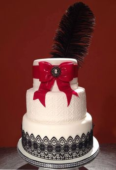 Burlesque inspired wedding cake! Ooh la la!