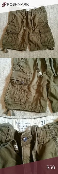 """Abercrombie & Fitch Army Green Cargo Shorts 31 This is for a great pair of army green cargo shorts by Abercrombie & Fitch. The size is 31 and they are made of 100% cotton. They are in great pre owned condition with manufacturers distress,  fraying at the edges, and fading. No stains, holes, or odors. Smoke free home. Measures across waist: 16.5"""", rise: 12"""", inseam: 10"""" Abercrombie & Fitch Shorts Cargo"""