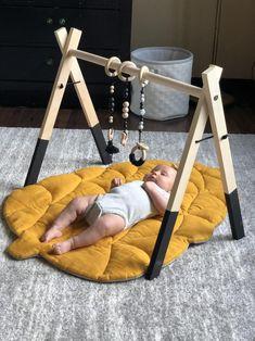 Pinecone play mat from natural linen mustard color Baby Nursery Diy, Baby Bedroom, Baby Room Decor, Diy Baby, Baby Gym, Baby Play, Boy Room, Kids Room, Mustard Bedding