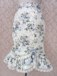 Another version of the bustle skirt [taken in tighter]... love the look of a lace petticoat peeking out - just so pretty!
