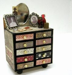 scrappin it: Matchbox Vanity. //  ♡ THE FIRST TIME I EVER SAW THIS WAS ON THE CAROL DUVALL SHOW....AND I'M STILL IN LOVE WITH IT!!!  YOU CAN ALSO MAKE THESE OUT OF ALTOID TINS!  ♥A