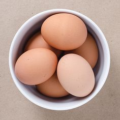 Perfectly Peelable Hard-Boiled Eggs, apparently peel them under running water, the one trick I haven't tried yet. Plus links to many hbe recipes. Dairy Free Recipes, Egg Recipes, Paleo Recipes, Real Food Recipes, Cooking Recipes, Yummy Food, Food Tips, Whole 30 Breakfast, Paleo Breakfast