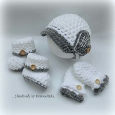 Baby crochet  valentyne hat with heart booties and mitts
