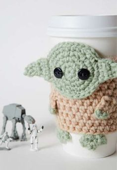 The Yoda Coffee Cup Cozy -and this is why I need to learn how to knit!! lol