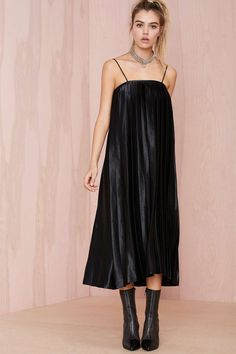 Shape Shifter Pleated Dress | Shop What's New at Nasty Gal
