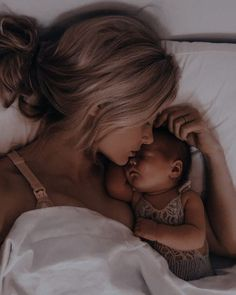Cute Little Baby, Mom And Baby, Little Babies, Cute Babies, Baby Kids, Cute Family, Baby Family, Family Goals, Foto Baby