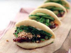 Bao Buns, Chinese Vegetables, Chinese Dumplings, Pork Buns, Steamed Buns, Food Out, Pork Belly, Diy Food, Food Preparation