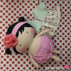 Muito amor por essas fofuras #tilda #tildinha #tildatoy #bonecadepano #tildatoys #feitocomamor  #feitocomcarinho #mãedemenina #gravidez #coisasdemenina #maternidade #fofura  #chádebebê #decoração #doll #dolls #tildaworld #costurinhas #princesas #newborn #atelie #artesanato #recemnascido #futuramamae #tonefinnanger #daminha #vestidodeboneca