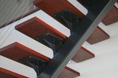 Best Single Steel Stringer Stair With Custom Tread Bracket And 400 x 300