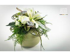 Composizioni di fiori artificiali con Lilium e Rose