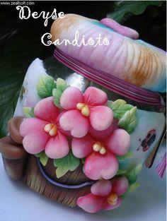 pote decorado con flores