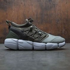 Men's Nike Air Footscape Utility DM Shoe combines the comfort of a neoprene bootie with the iconic outsole of the Footscape shoe. Two toggles with cinching systems allow you to adjust the fit for a locked-down feel. Kicks Shoes, On Shoes, Me Too Shoes, Shoe Boots, Shoes Men, Black Outfit Men, Summer Outfits Men, Girly Outfits, Trendy Outfits