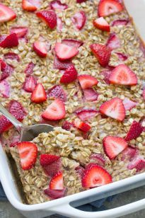 Healthy Snacks For Kids This Strawberry Banana Baked Oatmeal is a meal prep breakfast for busy mornings! This healthy breakfast is both gluten free and refined sugar free. Make ahead breakfast ideas for kids! Healthy Make Ahead Breakfast, Clean Eating Breakfast, Healthy Meal Prep, Clean Eating Snacks, Healthy Snacks, Breakfast Ideas For Kids, Banana Breakfast, Diabetic Breakfast, Breakfast Cereal